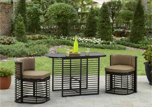 Chic garden tables for garden